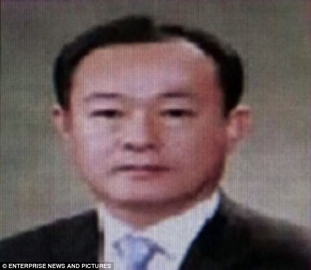 Vice principal Kang Min-Gyu stated in his suicide note that he takes full responsibility of what happened to the students who perished in the sunken ferry. (Photo from dailymail.co.uk)
